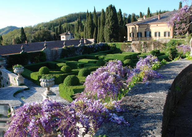 Tuscany\'s Open Courtyards & Gardens 2016 – Tuscan Trends
