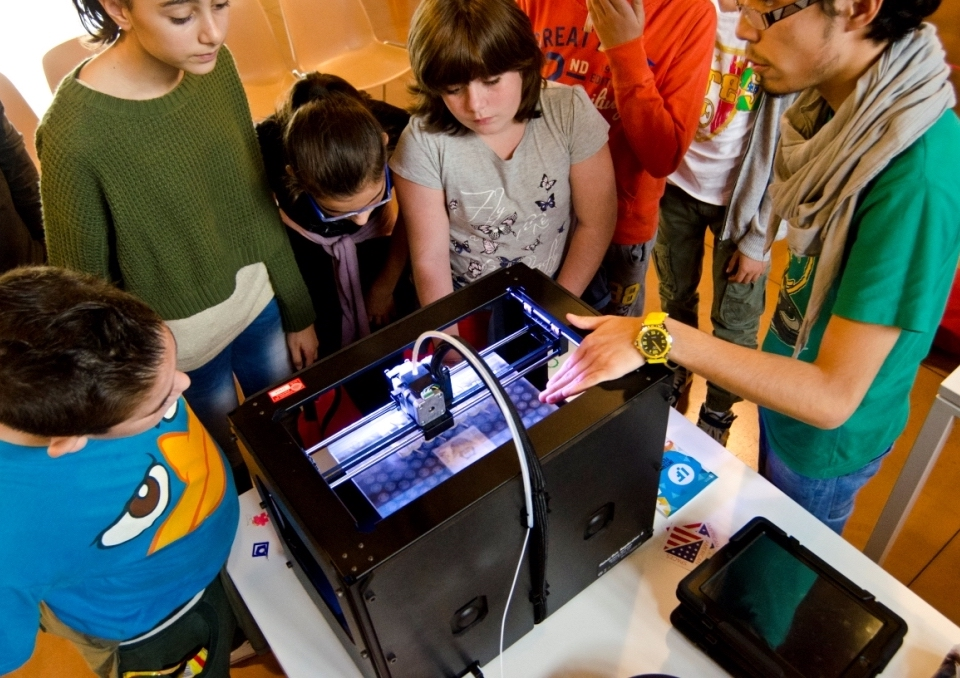 Kids learning at the Internet Festival